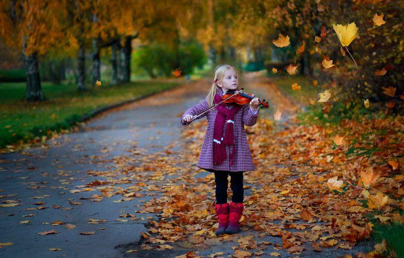 портрет, истории из детства, девочка, дети, детство, осень, скрипка, пальто, парк, смычок, музыка, аллея, осень, листья, жанр, свет, цвет Истории из детства. Первая скрипкаphoto preview