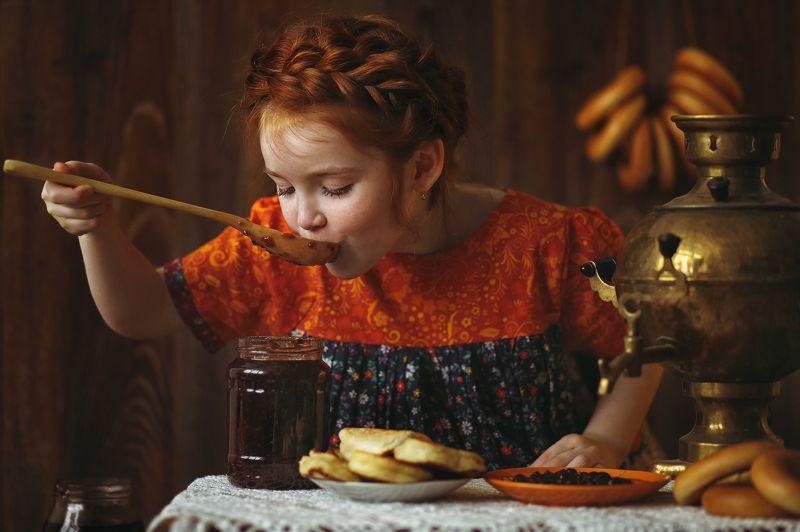 масленица варенье девочка Масленицаphoto preview