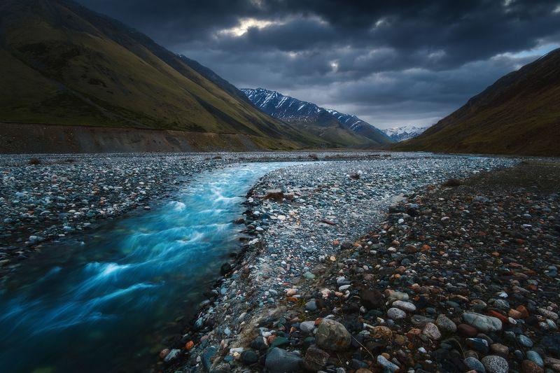 киргизия, кыргызстан, средняя азия, горы, каньон, скалы, пейзаж, весна, ущелье, река, рассвет Затерянная в ущельеphoto preview