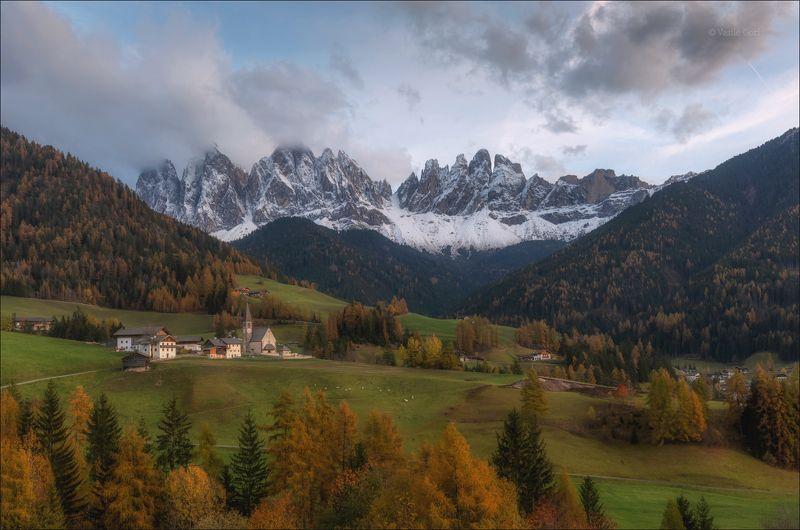 доломитовые альпы,santa maddalena,деревня,val di funes,осень,odle,италия,alps, Вечер в Санта Маддалене фото превью