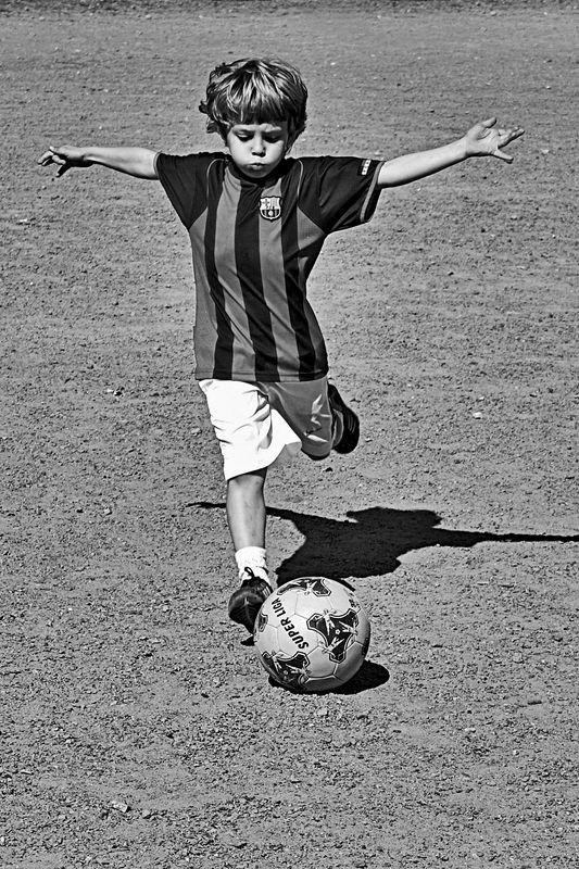 футбол, мальчишка, мяч, чб, апатиты Полётphoto preview