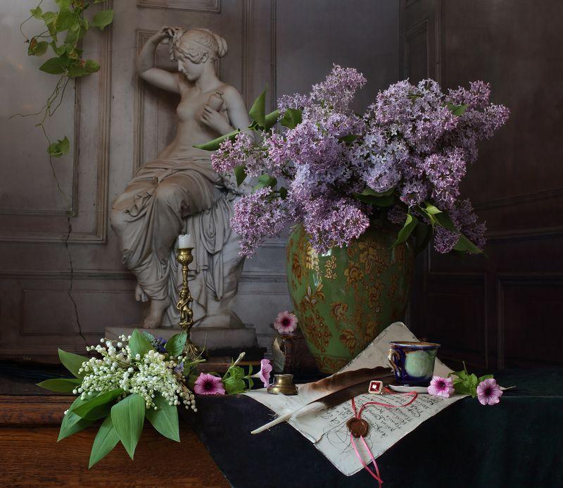 цветы, сирень, ландыши, девушка, скульптура, свет Натюрморт с цветамиphoto preview