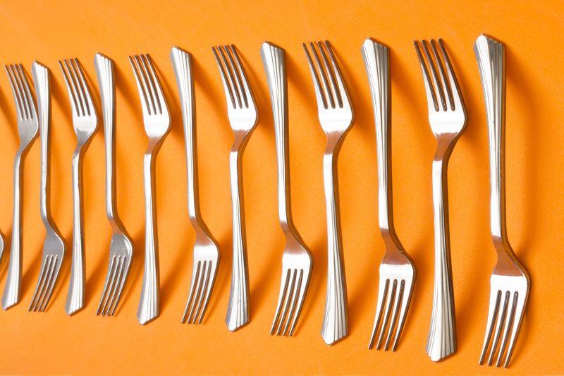 Вилки на оранжевом фонеphoto preview