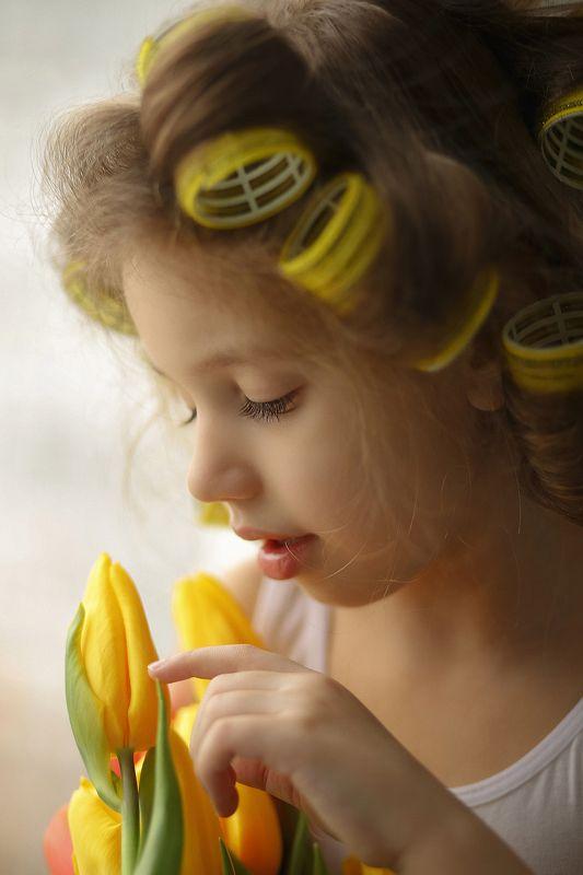 весна ребенок тюльпаны 8 мартаphoto preview