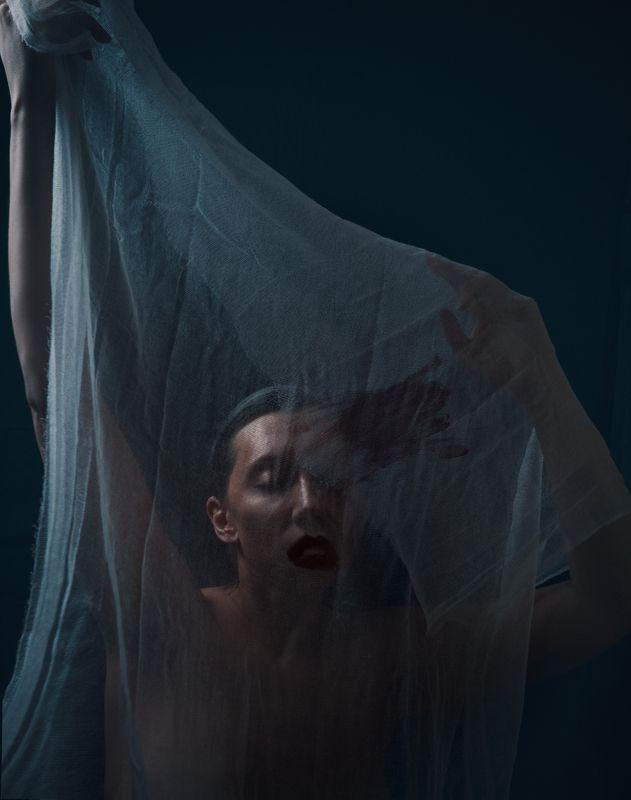 женщина, портрет, ткань, губная помада, Lipstickphoto preview