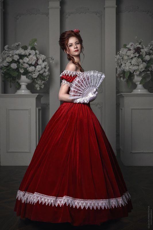 фото в образе, старинное платье, на балу, дама, бархатное платье, девушка в красном, стилизация Аннаphoto preview