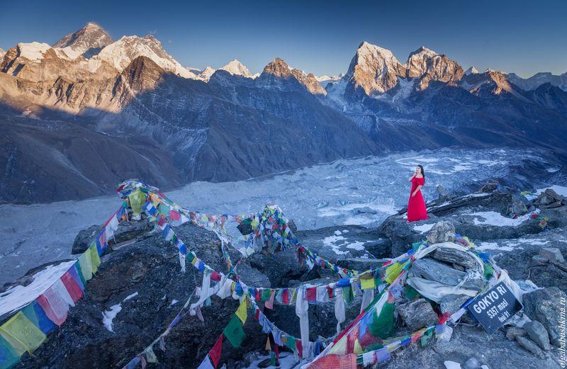 горы, непал, гокио, закат, в красном, фототур, фотопутешествие Lady in redphoto preview