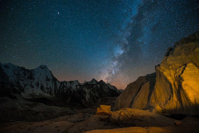 Гималаи, Непал, горы На скальных ступеняхphoto preview
