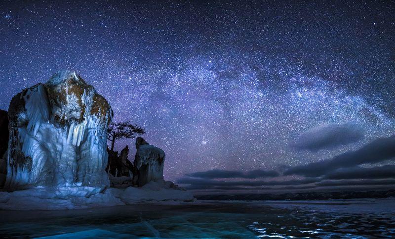 байкал, зима, лед, снег, путешествие, ночь, звезды, звездное небо, млечный путь, наплески, озеро Ночные стражникиphoto preview