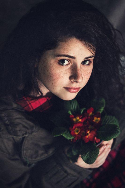 портрет, девушка, модель, цветы, веснушки  Ольгаphoto preview