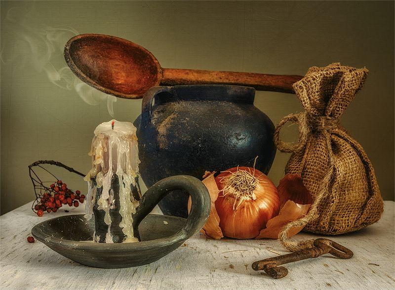 still life, натюрморт, ретро,   винтаж,   еда,  спелый, лук, ложка, деревянная ложка, казанок, свеча, дым, ключ, мешочек, деревенский натюрмортphoto preview