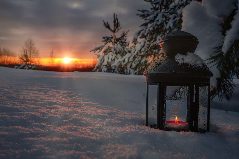 свеча, снег, лес, ели, солнце, рассвет, небо, облака, зима, снег, мороз, лед, холод, сугробы Свеча в снегуphoto preview