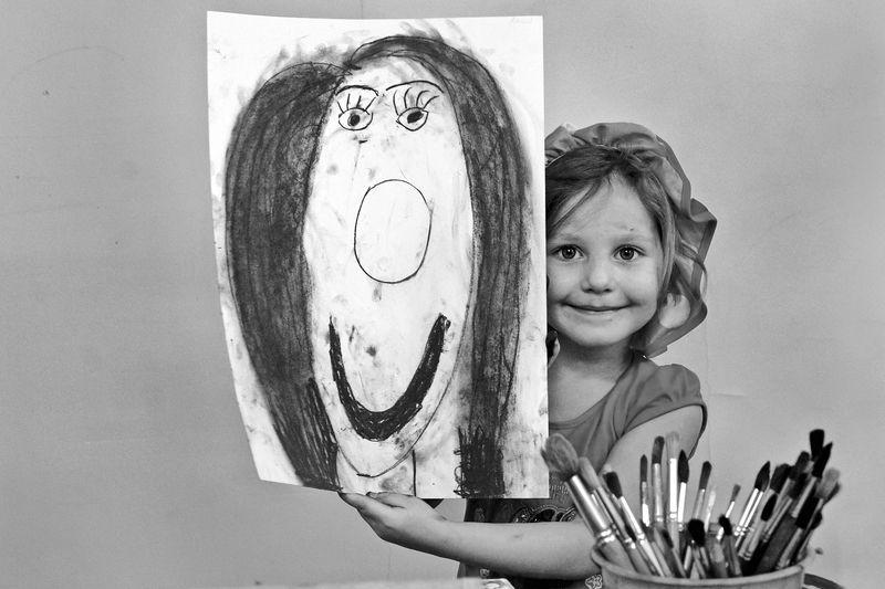 портрет, девочка, рисунок, мама, глаза, взгляд, апатиты Вся в мамуphoto preview