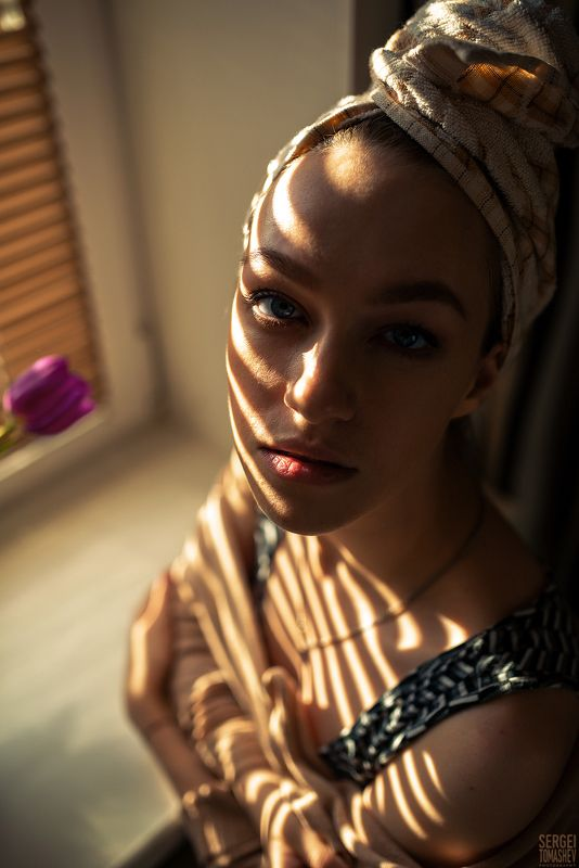 девушка, портрет Жалюзиphoto preview