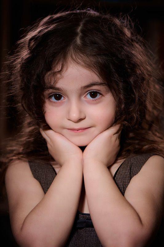 девочка Взгляд малышкиphoto preview