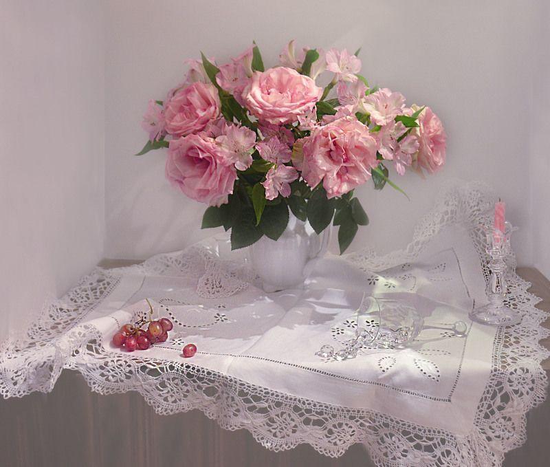 still life,натюрморт,фото натюрморт, весна, март,  розы, альстромерия, цветы, хрусталь, колокольчик, подсвечник, свеча, виноград Радость для души...photo preview