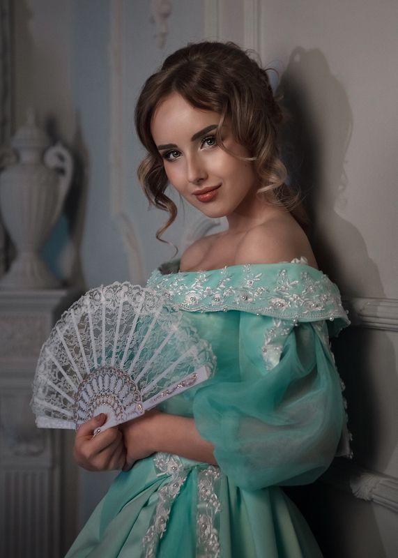 фото в образе, стилизация, фото в студии, голубое платье, локоны, портрет девушки, 19 век, старинное платье Катеринаphoto preview