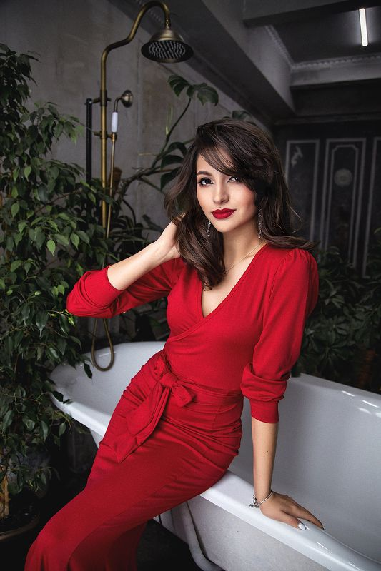 portrait, red, dress, brunette ****photo preview