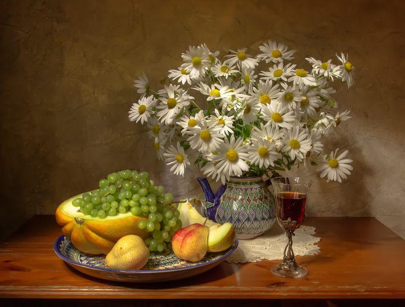 натюрморт, ромашки, дыня, груши, виноград, вино Нежность....photo preview
