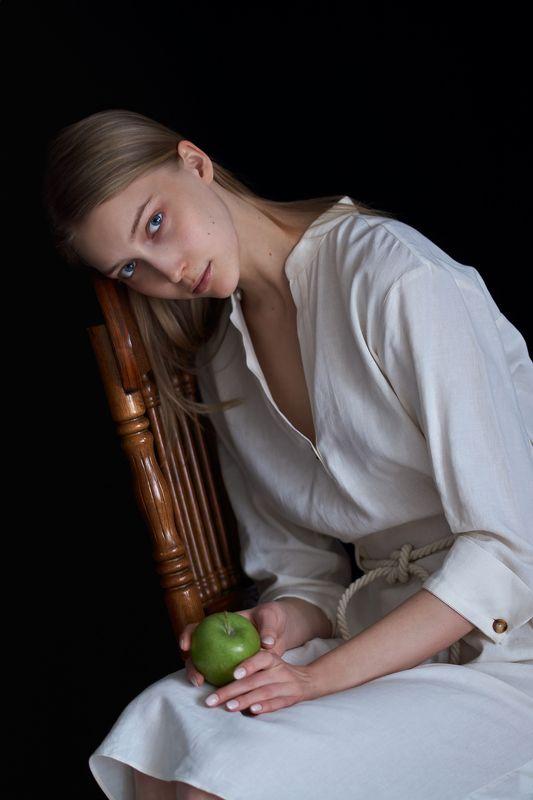 девушка, глаза, портрет, естественный свет, студия, portrait, girl, eyes, studio, sigma, sony, яблоки, apples photo preview