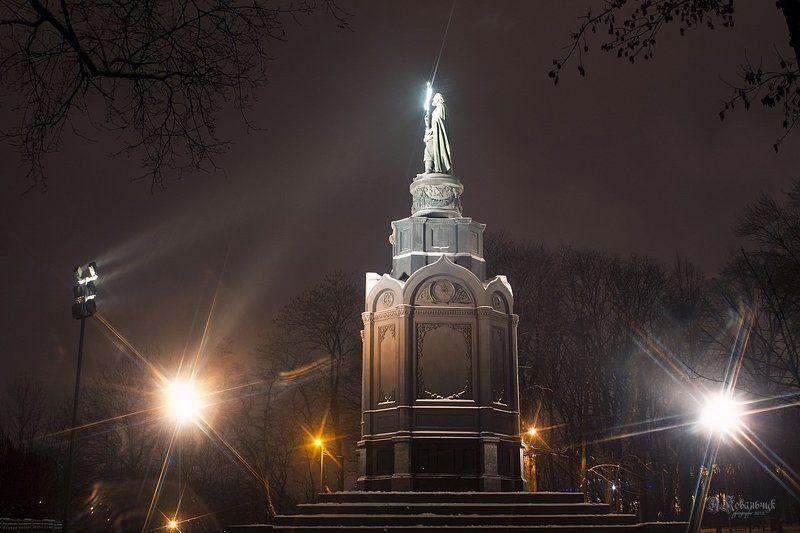 город, ночь, памятник, хрест photo preview