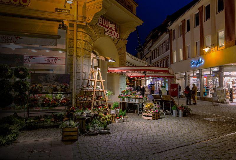 Вечерний город Eisenach...Цветочный магазинчик...photo preview