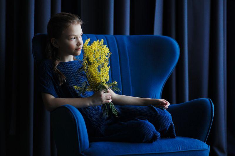 девочка, фотография, мимоза, фото, весна, синий, желтый Контрастыphoto preview