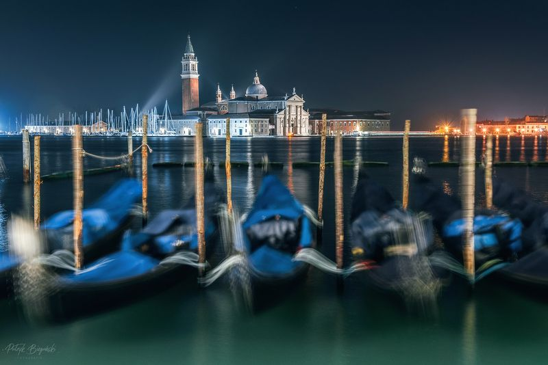 nightscape, night, italy, venice, venezia, long exposure, light, city, cityscape, old, water, sea, blue hour, architecture, Gondolasphoto preview