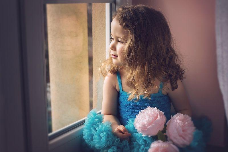 child, girl, sun, west, portrait, window Michalinkaphoto preview
