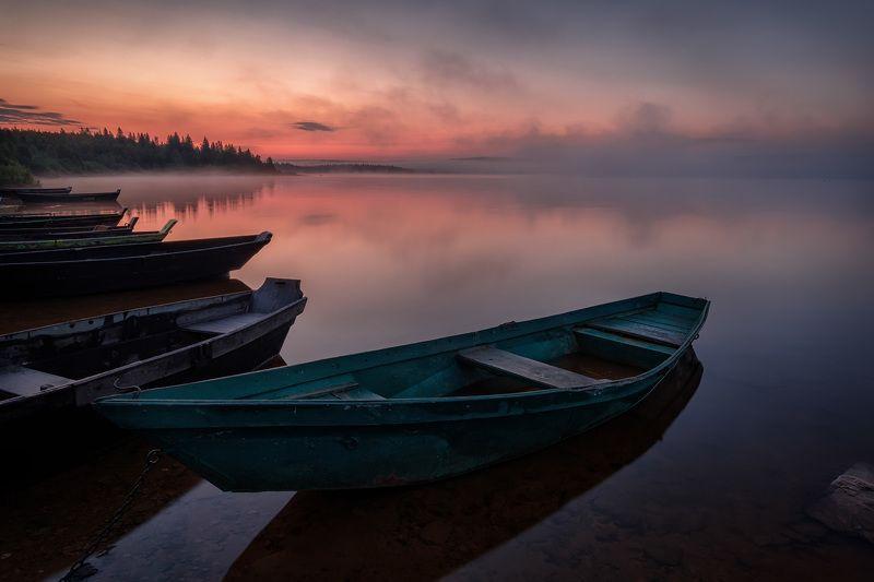 зюраткуль, озеро, лодки, рассвет, утро, туман, вода, небо, отражения, пейзаж, берег, лес Лодки ждутphoto preview