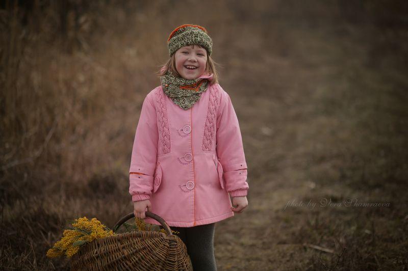 мимоза корзина и девочка 8моемарта)photo preview