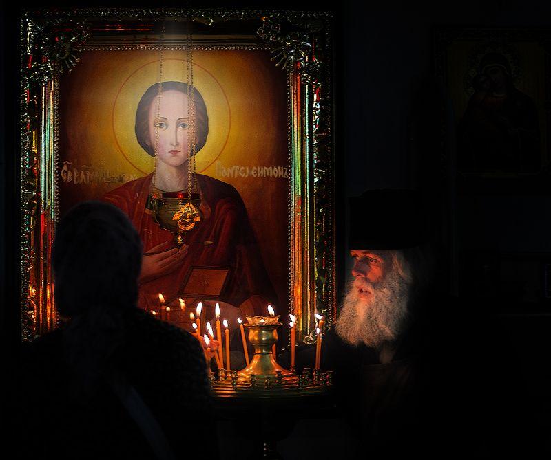 свято-михайловский, афонский, монастырь В храмеphoto preview