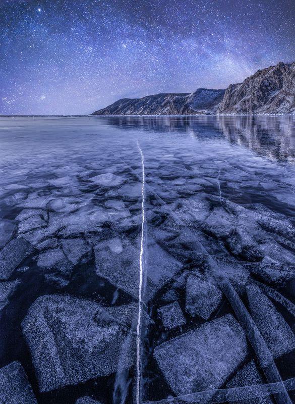 байкал, зима, лед, снег, путешествие, ночь, звезды, звездное небо, млечный путь, озеро Лед в ночиphoto preview