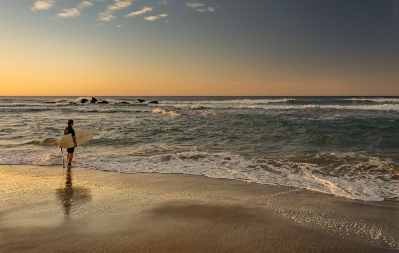 океан, серфер, закат вглядываясьphoto preview