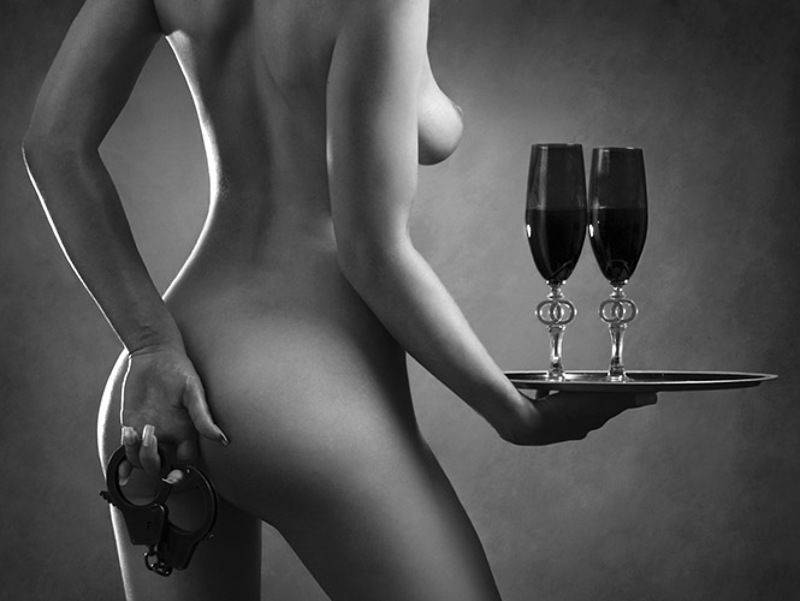Поздравление картинкой голой девушки