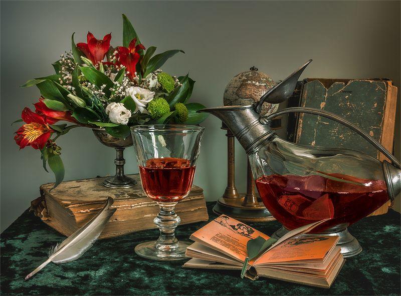 still life, натюрморт,    винтаж,  ретро, книга, книги, вино, напиток, бокал, декантер, глобус, цветы, букет, перо, натюрморт. винтаж.photo preview