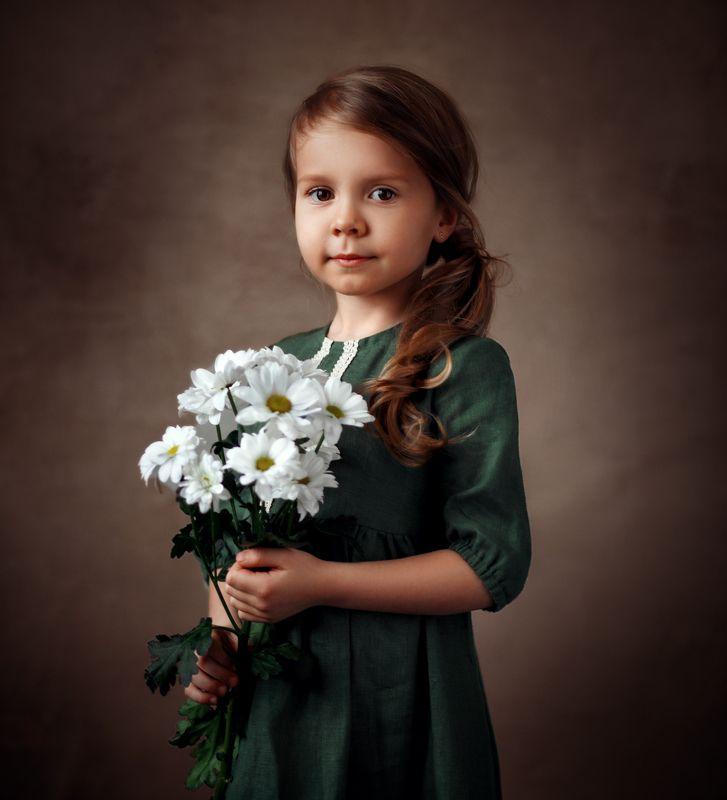 ребенок, портрет , цветы Оливияphoto preview