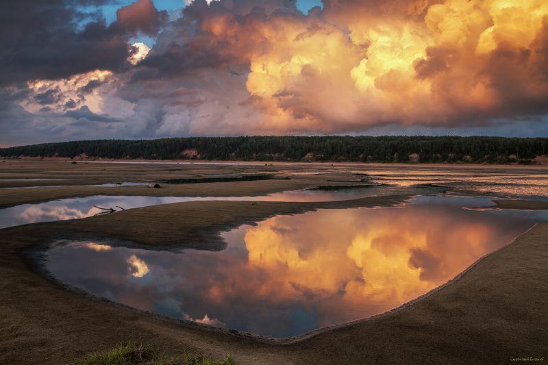 закат, облака, река, пляж, отражение, лето, песок, небо, вечер Пламя небесphoto preview