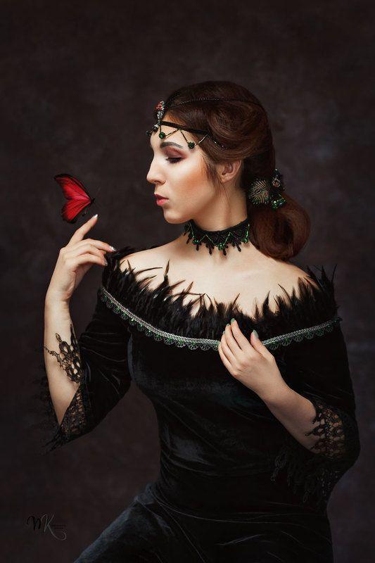 девушка, готика, картина, бабочка, прическа, образ, портрет, художественный, красный, черный Девушка с бабочкойphoto preview