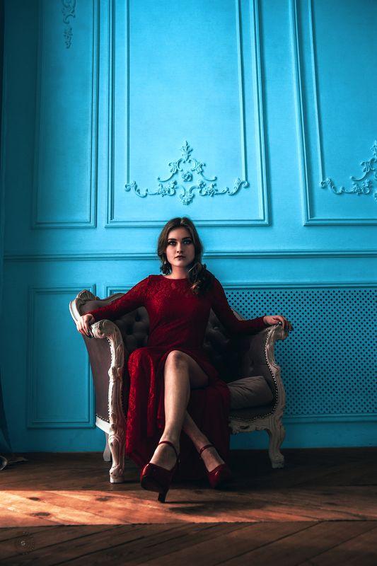девушка, кресло, платье, красное, глаза, голубой Лизаphoto preview