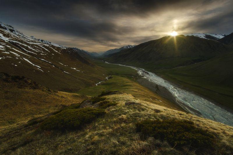 киргизия, кыргызстан, средняя азия, горы, каньон, скалы, пейзаж, весна, ущелье, река, закат Просторы Тянь-Шаняphoto preview