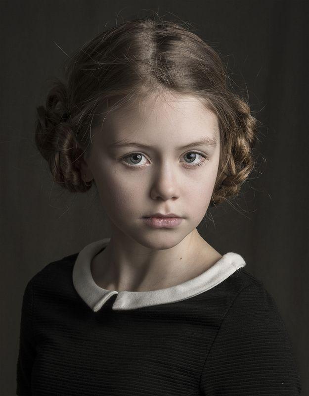 портрет , взгляд , цвет ,волосы , красивые губы ,нежность ,девочка Серафимаphoto preview
