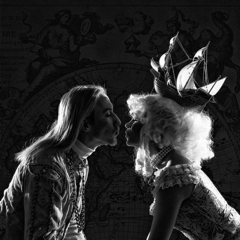 Kiss, девушка, юноша, исторический костюм, парусник, ля бель пуль Поцелуйphoto preview