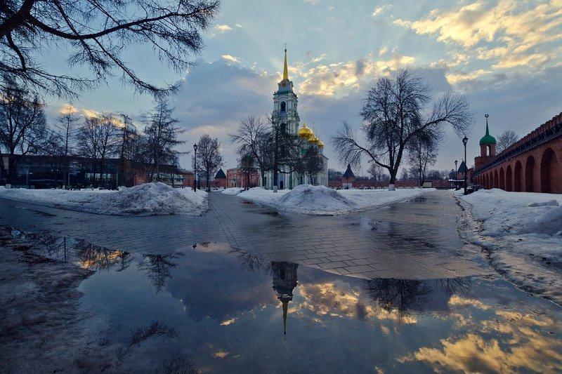 город, тульский кремль, успенский собор, весна Тульский кремль. Купались в лужах облакаphoto preview