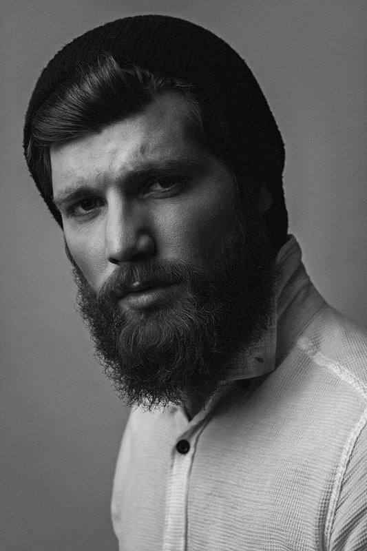 мужской портрет, чб, черно-белое, в шапке, борода Игорьphoto preview