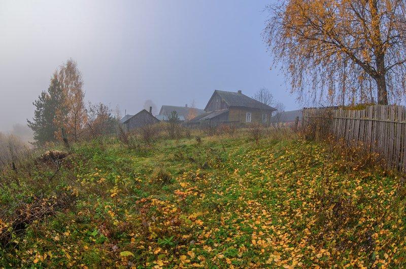 осень туман рассвет утро деревня забор лодка глубинка в тумане осеннем...)photo preview