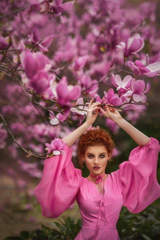 магнолия,цветы,сады,весна,портрет,девушка,рыжая Магнолияphoto preview