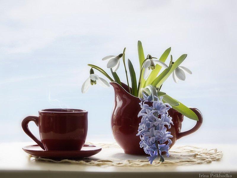натюрморт, напитки, горячий кофе, весенние цветы, подснежники, гиацинт Утренний кофеphoto preview