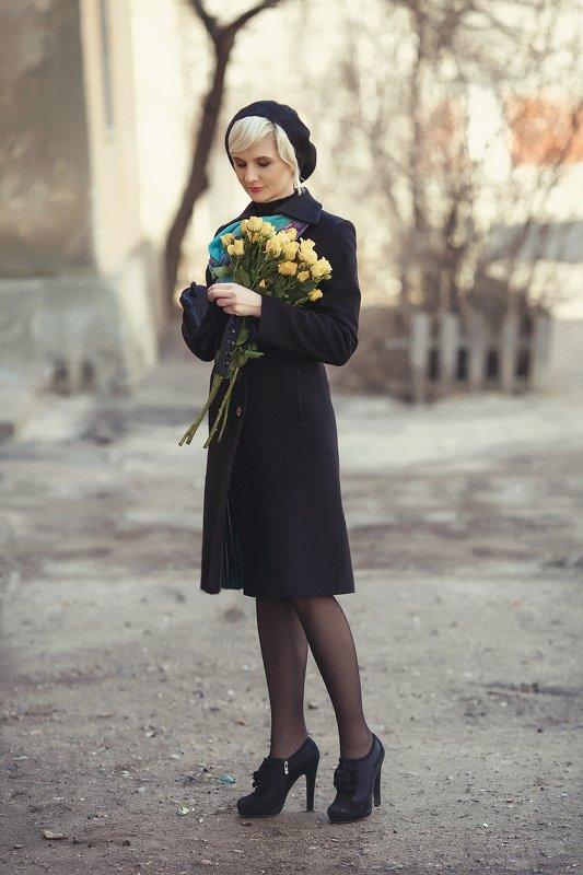 розы «Она говорила… – рассказывает мастер об их первой встрече – что с желтыми цветами вышла в тот день, чтобы я наконец ее нашел».photo preview