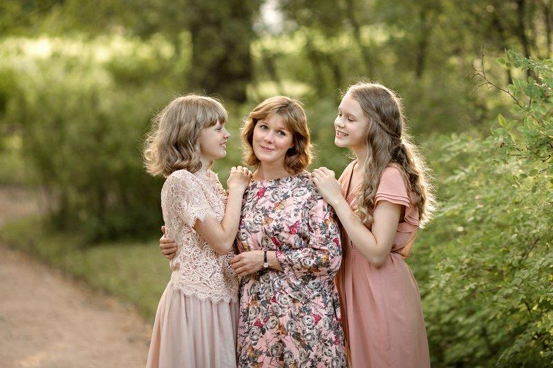 мама с дочкой, семейная фотосессия в парке Доченькиphoto preview